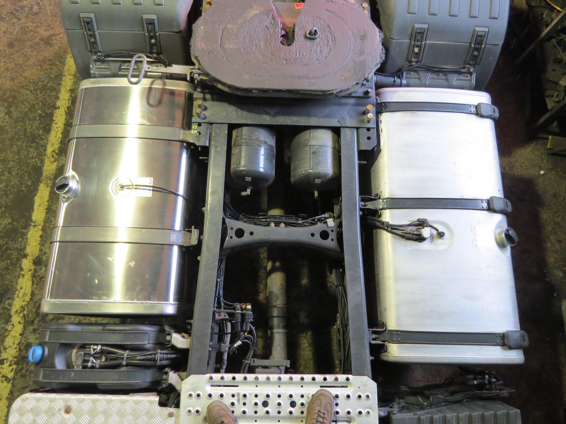 Монтаж дополнительных топливных баков грузового автомобиля